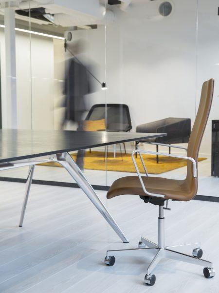 Nyfelt og Strand Interiørarkitekter, Avance Gas, møteromsstol