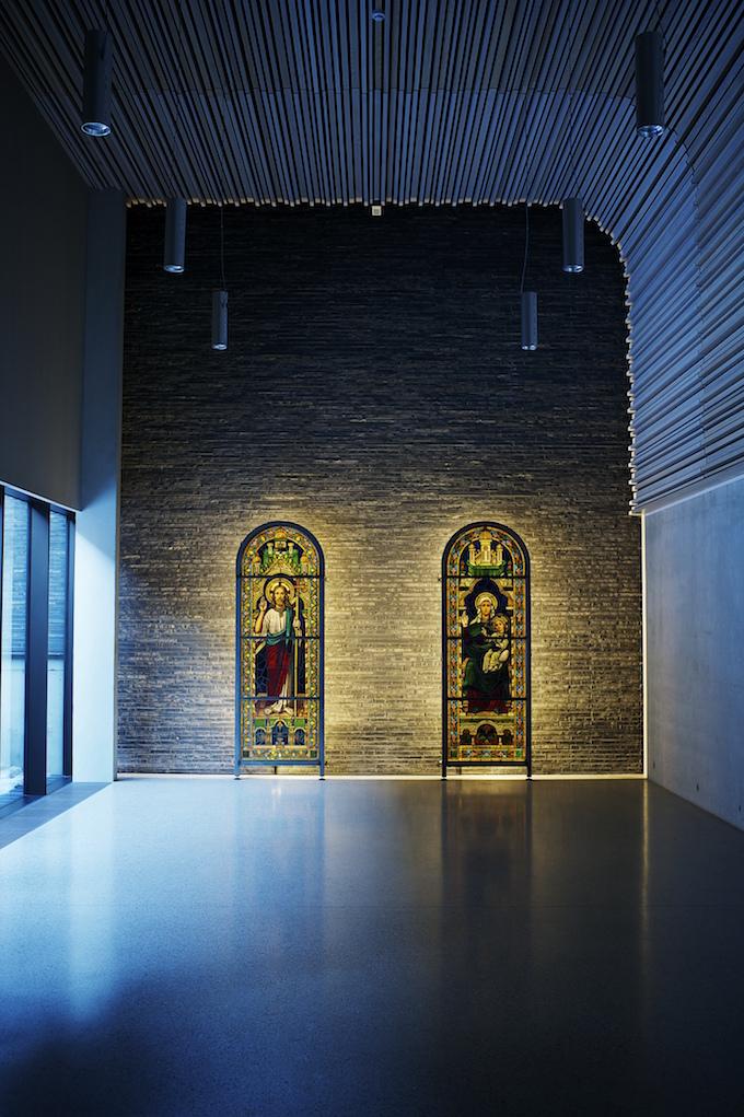 Nyfelt og Strand Interiørarkitekter, utsmykking av Bøler kirke, glassmaleri