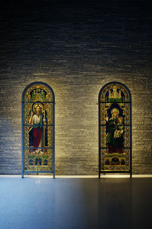 Nyfelt og Strand Interiørarkitekter, utsmykking Bøler kirke, glassmaleri
