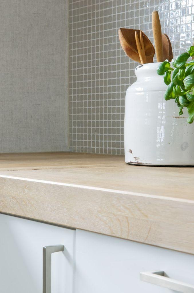 Nyfelt og Strand, enebolig Asker - Plante på kjøkkenbenk