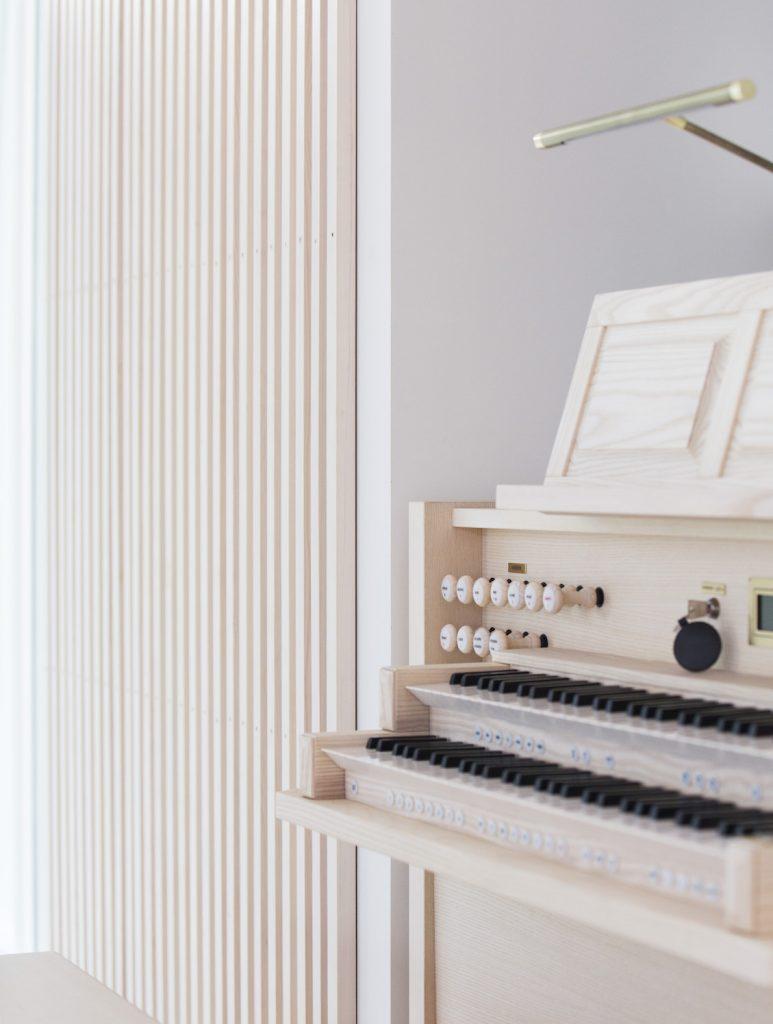 Nyfelt og Strand Interiørarkitekter, Grinilund kirke, orgel