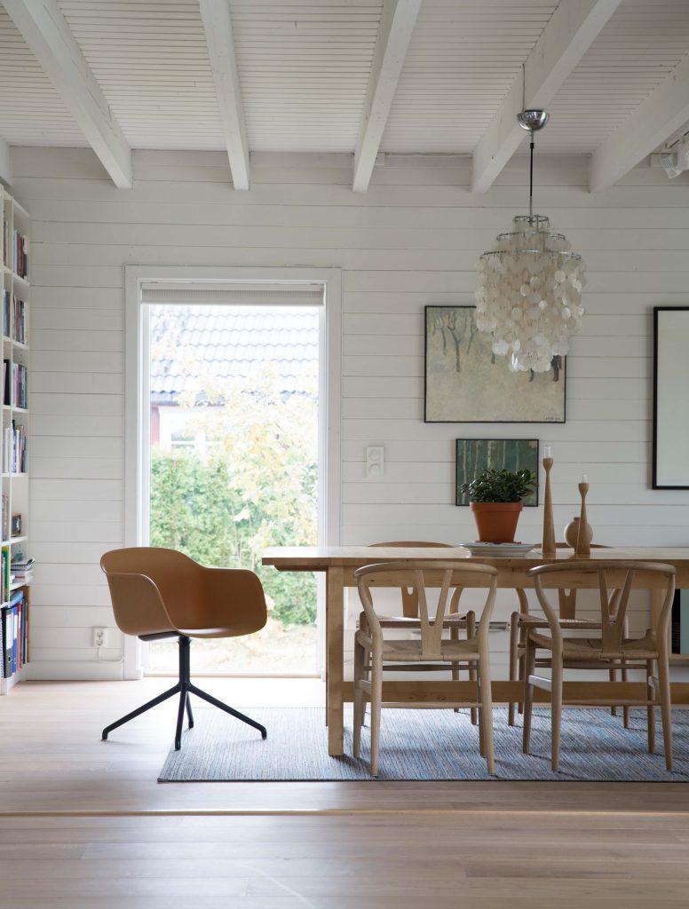 Nyfelt og Strand interiørarkitekter, enebolig nøtterøy, fibre chair, muuto, spisebord