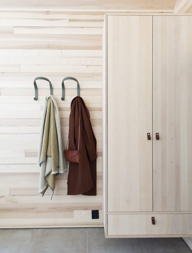 Nyfeltogstrand, interiørarkitekter, hytte hafell, spesialinnredning, garderobe
